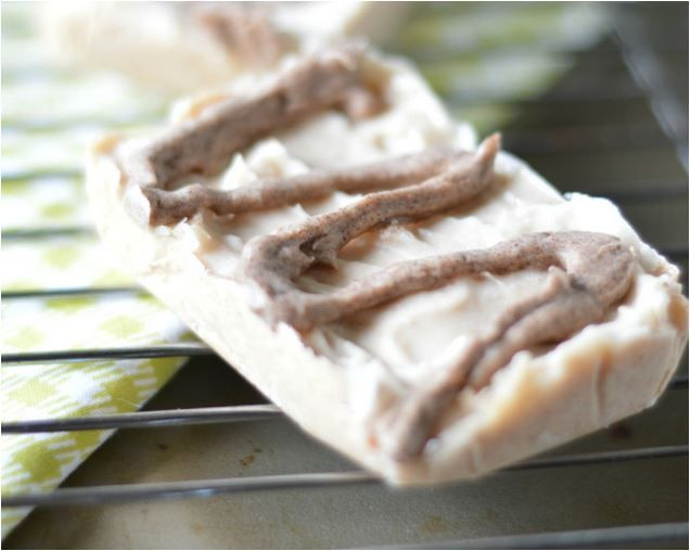 CINNAMON BUN FAT BOMB BARS