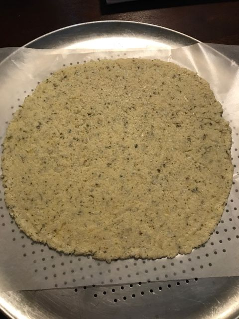 Cauliflower pizza crust (By HerNeeNee)