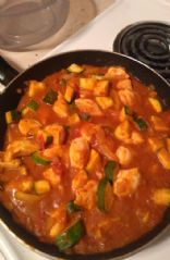 Chicken Madras with zucchini and onion