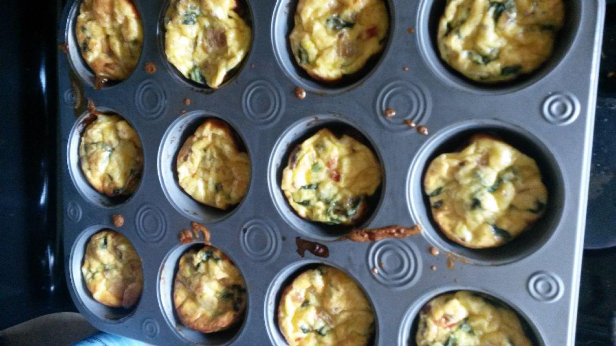 Crustless Ham and Spinach quiche muffins