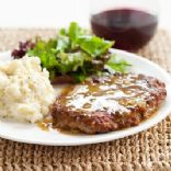 Cube Steak with Pan Gravy (Cook's Country)