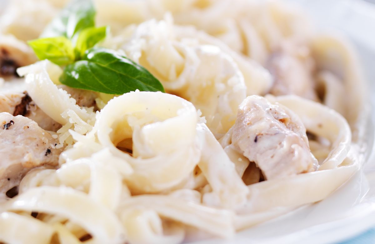Fettuccine Alfredo with Chicken (1 c)