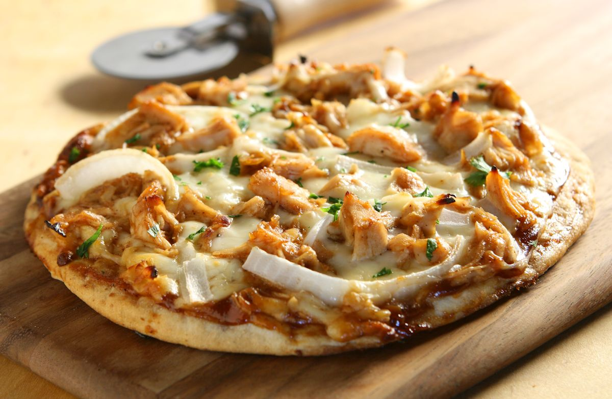 garlic chicken barbecue pizza recipe sparkrecipes. Black Bedroom Furniture Sets. Home Design Ideas