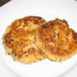 Light Salmon Cakes & tartar sauce