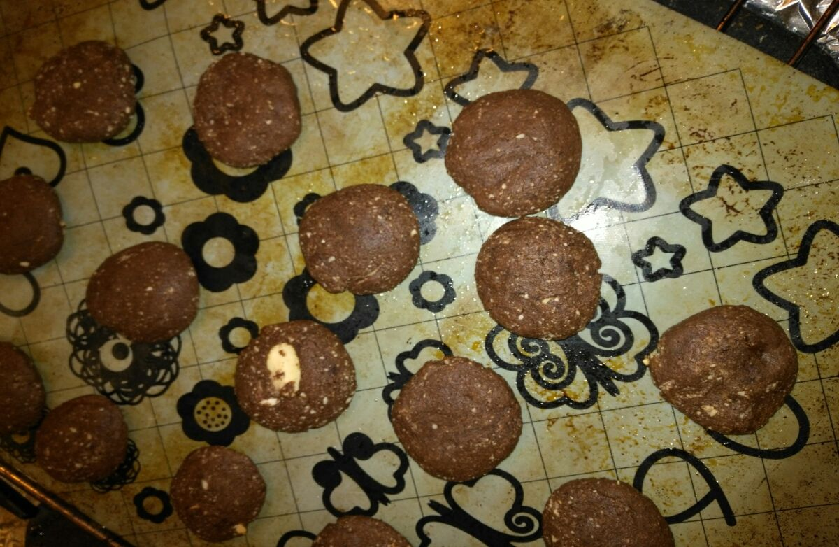 Low carb chocolate, peanut, almond butter cookies