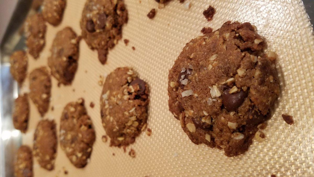 Peanut Butter Chocolate Chip Cookies (Flourless)