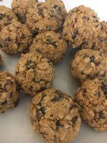 Peanut Butter Chocolate Chip Oat Balls