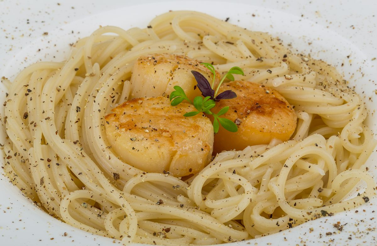 Scallops In White Wine Sauce With Whole-Wheat Linguine