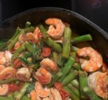 Spicy basil shrimp with tomatoes and asparagus