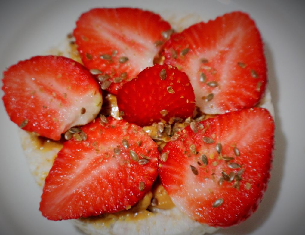 Strawberry Vanilla Yogurt Rice Cake