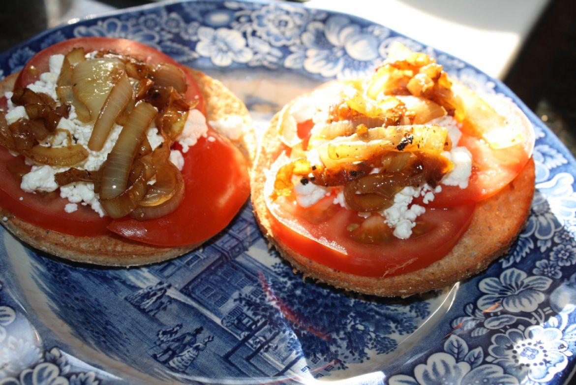 Tomato and Onion Bagel Thin Sandwich