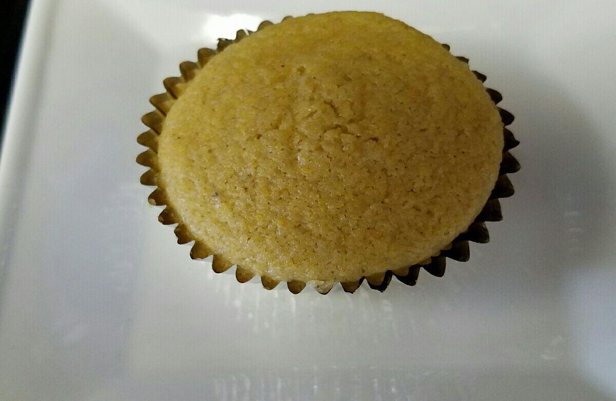 Gluten-free buttermilk cornbread muffins