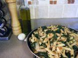 Lowfat mediterranean chicken with spinach and pasta