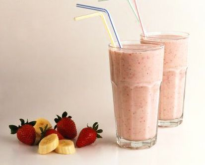 SWEET*TRINA's Strawberry-Peach-Banana BREAKFAST SMOOTHIE