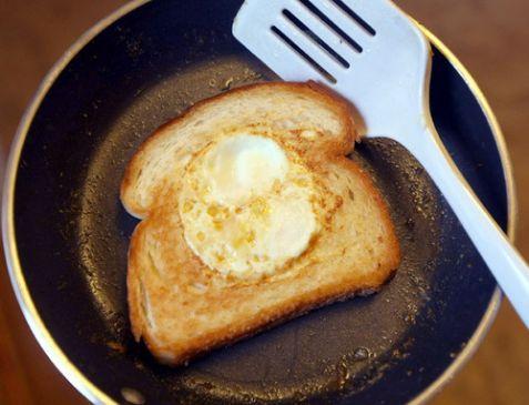 Egg in the nest (white bread)