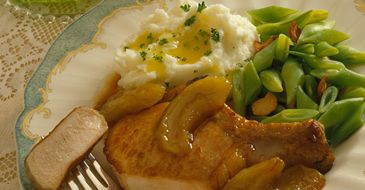 Sweet and Spicy Pork Chops (With Apples)