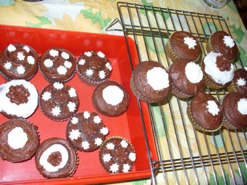 Delicious Chocolate Cake or cupcakes