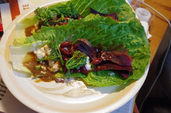Lettuce Wrap w. Cottage Cheese and Kidney Beans