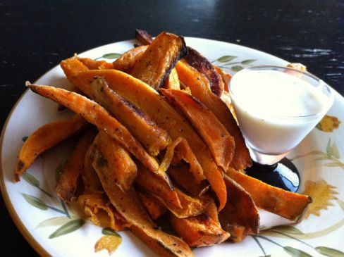Spicy Sweet Potato Fries with Chipotle Yogurt Dipping Sauce