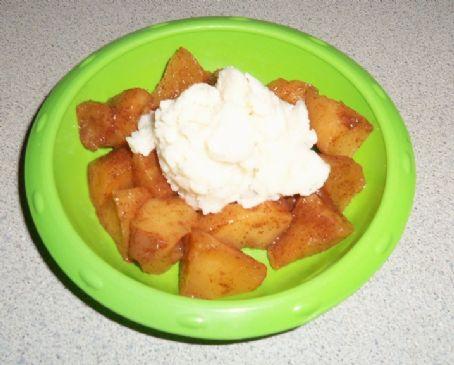Nixie's faux Apple Pie ala Mode!