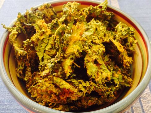 Vegan Cheezy no cashew kale chips