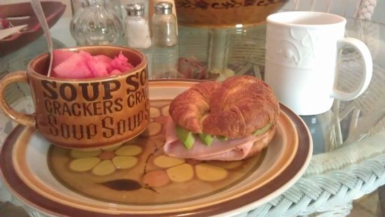 croissant with ham & provolone