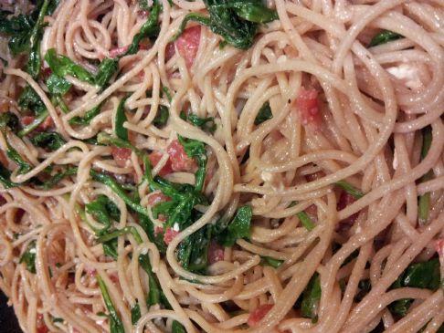 Vegetarian Spaghetti with Arugula, Tomato & Feta