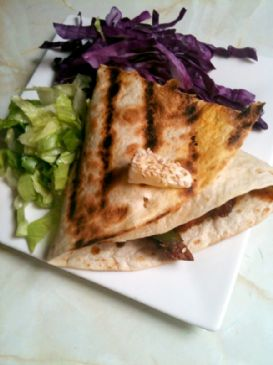 Chicken with tomato & pear sauce in crunchy tortilla