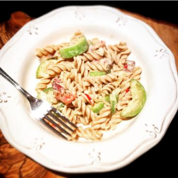 Creamy, spicy whole wheat pasta with bacon & zucchini