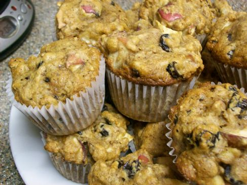 Super Apple Raisin Muffins