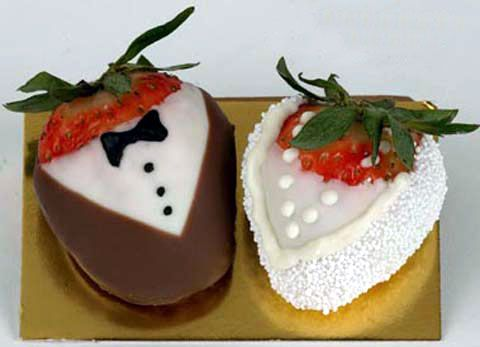 Dark & White Chocolate Strawberries In Tuxedos