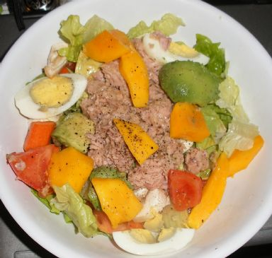 Paleo Power Tuna n Egg BIG Salad