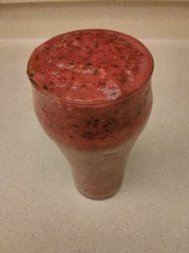 Almond Milk, Strawberries and Spinach Smoothie