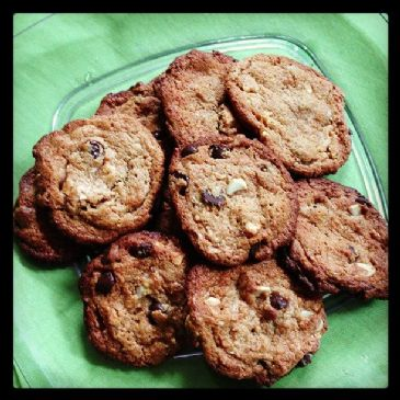 Peanut butter, chocolate and almond flourless cookies