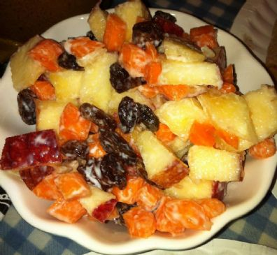 Super-Light Ambrosia Salad (carrot, raisin, apple and yogurt)