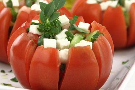 Tomatoes stuffed with motzarela