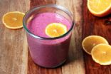 Smoothie banana, beet, mixed berries