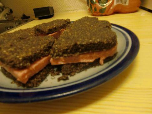 Raw vegan sandwich cookies