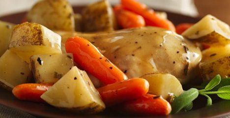 Chicken with country gravy and vegetables