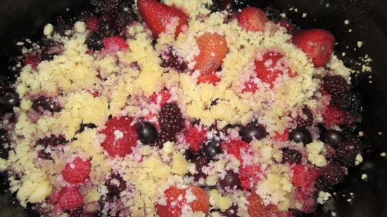 Slow Cooker Paleo Berry Crumble
