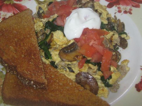 Baby Bella Mushrooms, Spinach, and Turkey Sausage Scramble
