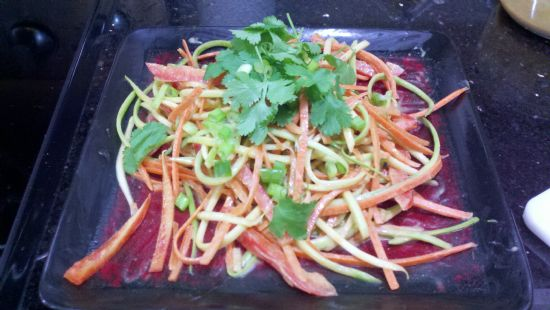 Almost raw Veggie Pasta in Spicy Thai Peanut Sauce