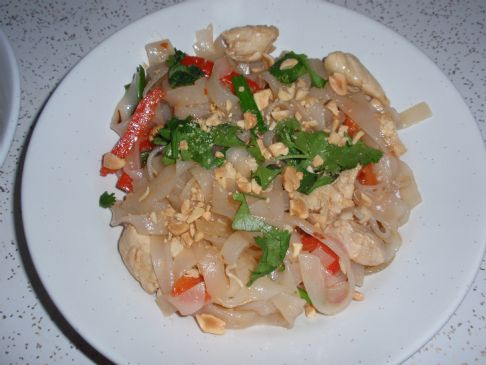 Pad Thai with Chicken and Red Bell Pepper