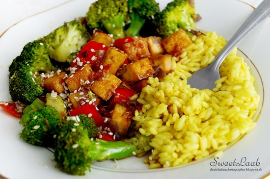 Teriyaki tofu with broccoli