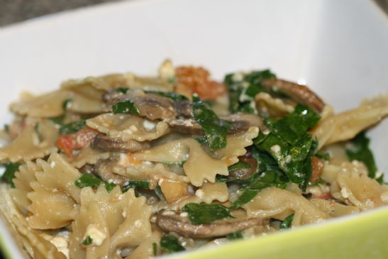 Whole Wheat Pasta with Feta, Mushrooms, Spinach and Tomato