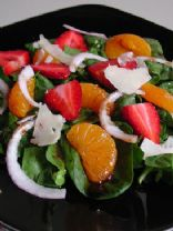 Spinach salad with strawberries, mandarin oranges and feta
