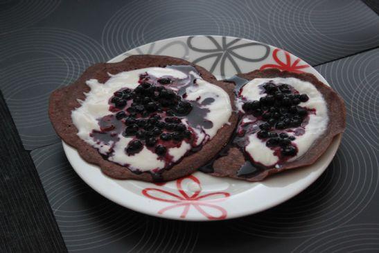Chocopancakes with blueberries and yogurt