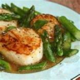 Sea Scallops and Asparagus With Vermouth