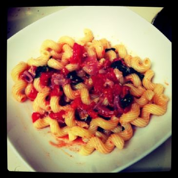 Pasta with spinach, proscuitto and tomatoes (1.5 c/serving)